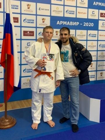 Согов Юрий серебряный призер первенства края по дзюдо 2021 года со своим тренером Кагриманяном Давидом